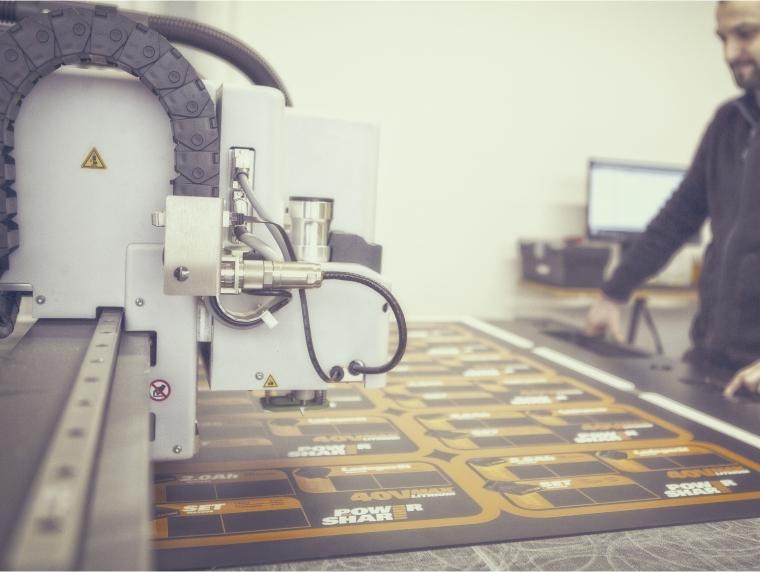 Taglio di materiali con macchina digitale