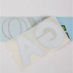 Etichette adesive prespaziate
